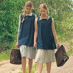 """Kadr z filmu """"Przyjaciółki"""". Zosia Kuletny i Iza Marszałek – odtwórczynie ról Danusi i Grażynki"""