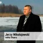 Przed kamerami TVN radny powiatowy Jerzy Mikołajewski
