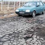 Mieszkańcy czekają na szybką interwencję drogowców, gdyż przejazd tym krótkim odcinkiem jest mocno utrudniony
