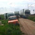 Akcja wyciągania TIRa trwała kilka godzin. Mieszkańcy nie chcą ponownie przechodzić przez podobne problemy