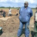 Prace były prowadzone w trzech punktach (na pierwszym planie kierownik działu archeologii konińskiego muzeum Krzysztof Gorczyca (z prawej) i Artur Czubur z Briańska)