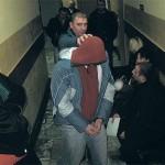 Po zatrzymaniu Piotr T. do Sądu Rejonowego w Koninie doprowadzony został w kajdankach