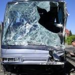 Uszkodzenia autobusu świadczą o sile uderzenia skierowanego wprost w miejsce, które zajmował Przemysław Tupalski