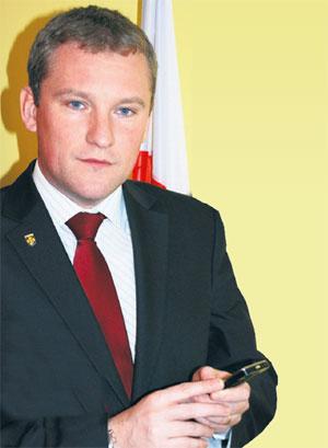 Burmistrz Michał Pyrzyk apeluje do wszystkich mieszkańców Słupcy, posiadających telefon komórkowy, o oddanie głosu na kolorowy i bezpieczny plac zabaw – w treści wpisujemy PLAC 144 na numer 70068