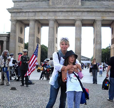Chętnie podróżuje ze swoją córką. Gościli już w wielu ciekawych miejscach.