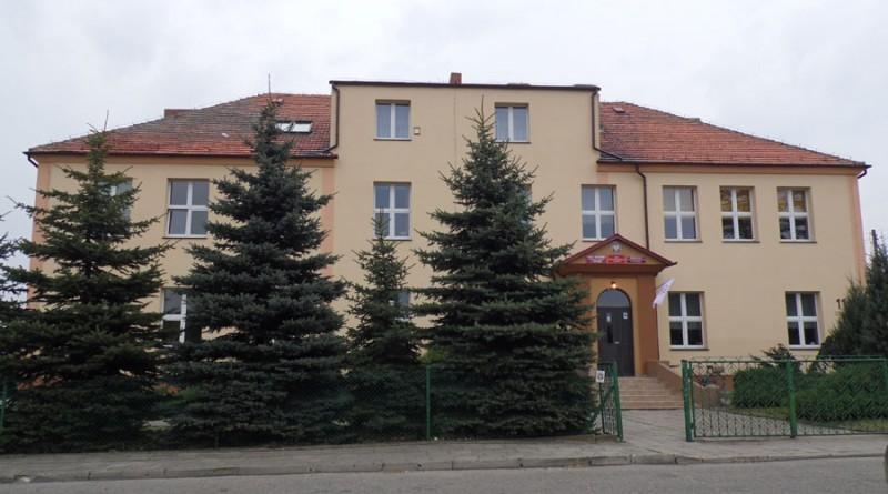 Prawie 60 osób stanęło w obronie dyrektor Gonickiej