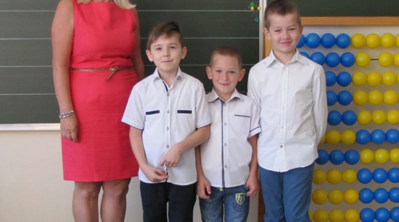 1-I-Klasa-SP-Trąbczyn,-wych.-Barbara-Jagielska.-Uczniowie---Daniel-Franczak,-Stanisław-Kin,-Oskar-Marczak---Janus