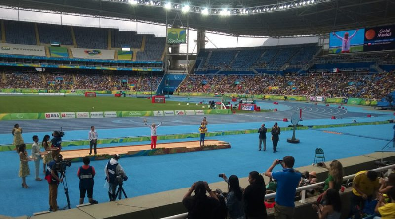 barbara-niewiedzial-odbiera-zloty-medal-w-biegu-na-1500m-w-kategorii-t20