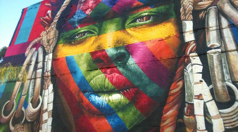 piekne-graffiti-na-bulwarze-olimpijskim-kolory-i-szczegoly-takiejak-odbicie-w-oczach-robia-ogromne-wrazenie