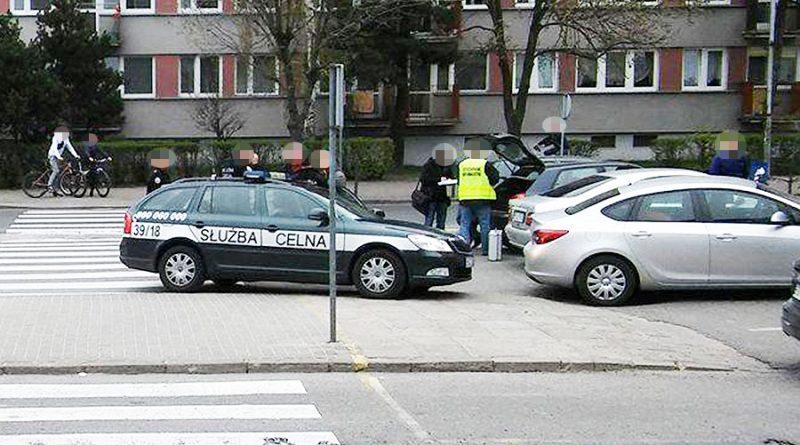policjant-handlowal-kontrabanda