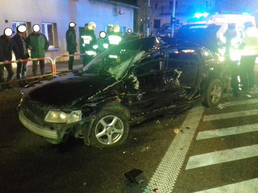 Cyrkowa ciężarówka zderzyła się z osobówką - kierowca w stanie ciężkim - FILM I ZDJĘCIA