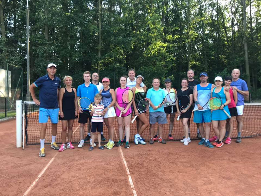 Dwa turnieje tenisa ziemnego na kortach STT